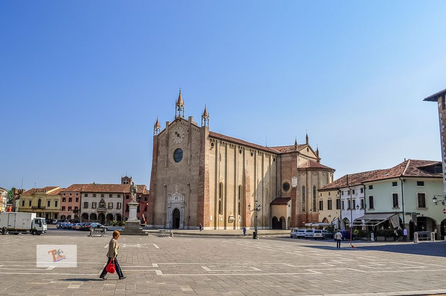 Montagnana: central square and Cathedral