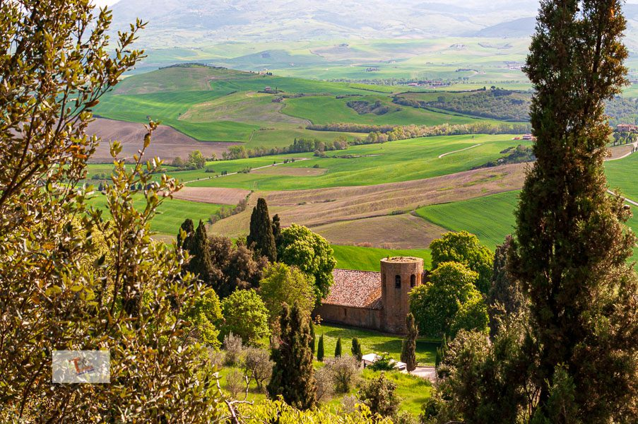 Pienza: panoramic view of the Val d'Orcia and the Pieve di Corsignano